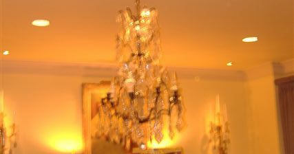 Sunburst Stencil And Chandelier With Inset Mirrors_00003
